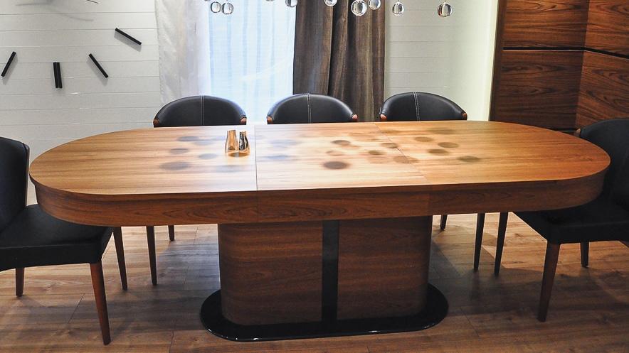 Stół Tau 3, stworzony przez warsztat Don't Worry Polska, produkujący meble na zamówienie.