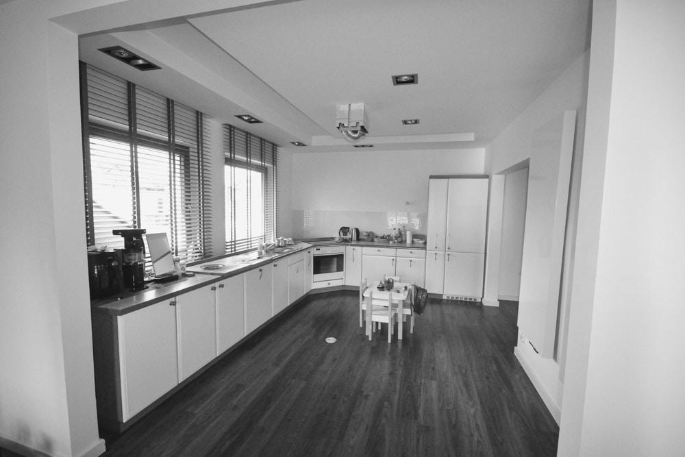 Remont w Domu #5, wykonany przez warsztat Don't Worry, tworzący aranżację wnętrz oraz wykonujący meble na zamówienie.
