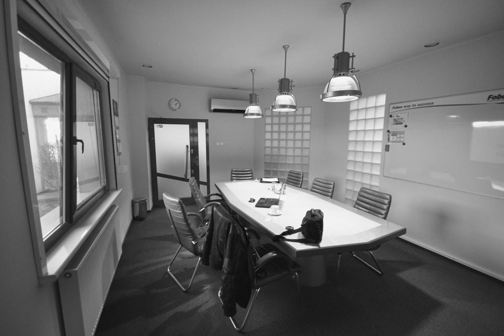 Remont Sali Konferencyjnej, wykonany przez warsztat Don't Worry, tworzący aranżację wnętrz oraz wykonujący meble na zamówienie.