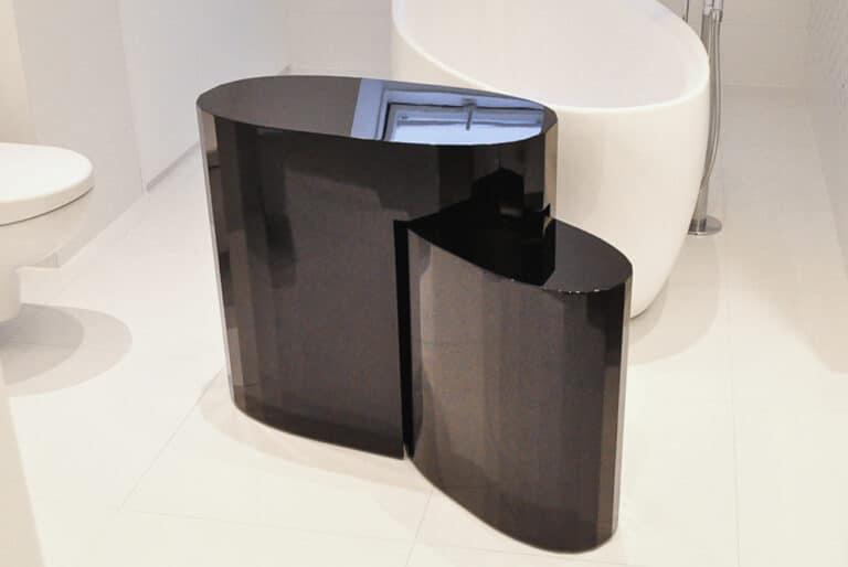 Stolik Water, stworzony przez warsztat Don't Worry Polska, produkujący meble na zamówienie.