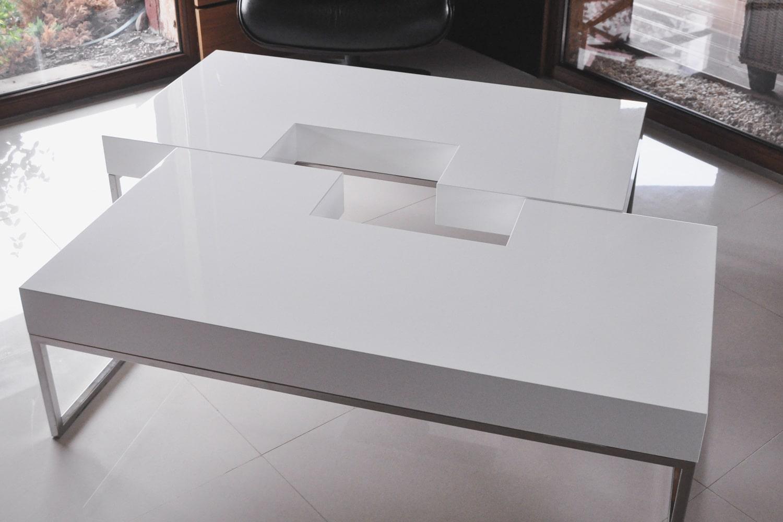 Stół Puzzle, stworzony przez warsztat Don't Worry Polska, produkujący meble na zamówienie.