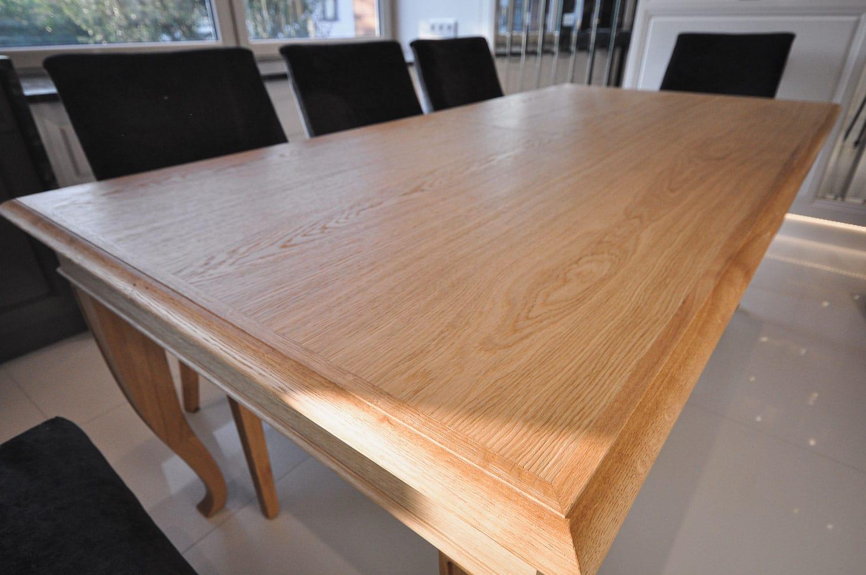 Stół Selva, stworzony przez warsztat Don't Worry Polska, produkujący meble na zamówienie.