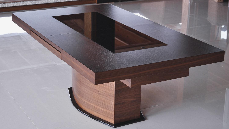 Stół Ławo/Stół, stworzony przez warsztat Don't Worry Polska, produkujący meble na zamówienie.