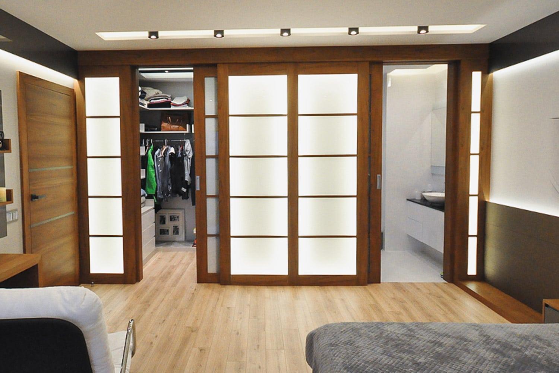 Drzwi Frame, stworzone przez warsztat Don't Worry Polska, produkujący meble na zamówienie.