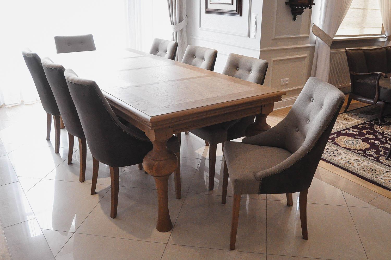 Krzesło Brava, stworzone przez warsztat Don't Worry Polska, produkujący meble na zamówienie.